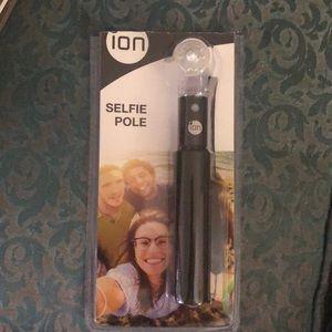 """Ion Selfie Pole Expandable Retractable 8""""-20"""" New"""